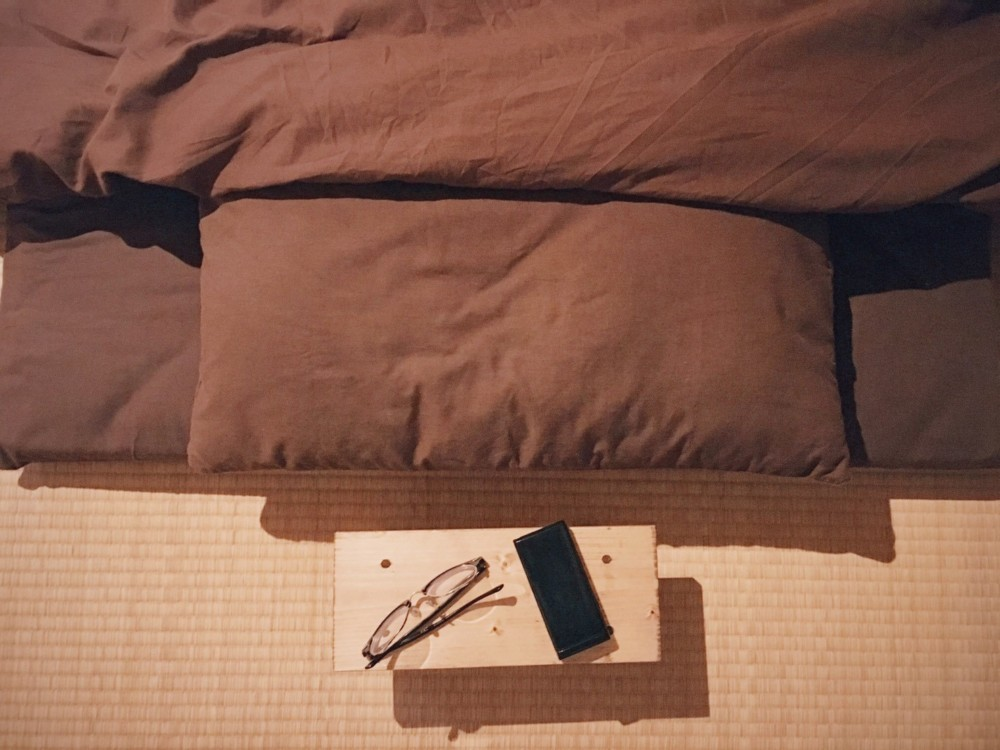 寝る時用、物置台を作りました